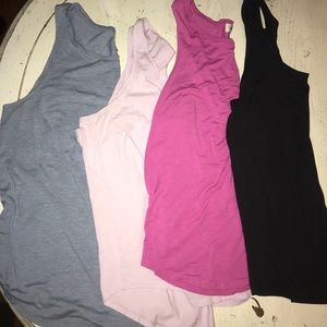 4 Old Navy Tank Tops Size Large